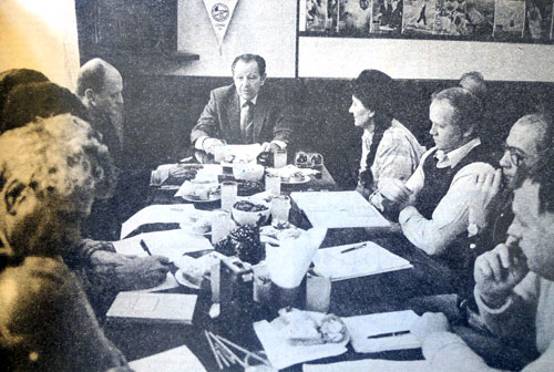 Reprodukce z Mladého světa 1986, Josef Velek třetí zprava